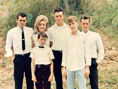 Dolly Parton with her siblings