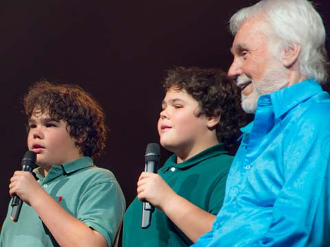Kenny-Rogers-with-twin-boys