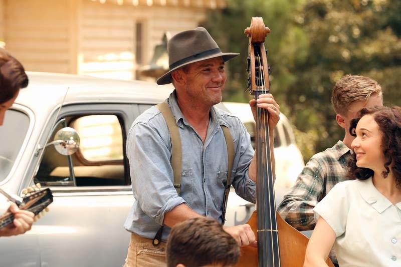 Ricky Schroder as Robert Lee Parton, Carson Meyer as Willadeene Parton