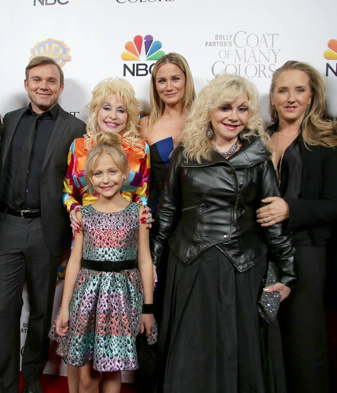 dolly parton with sister stella parton and the cast of dolly partons coat of many colors - Dolly Parton Coat Of Many Colors Book