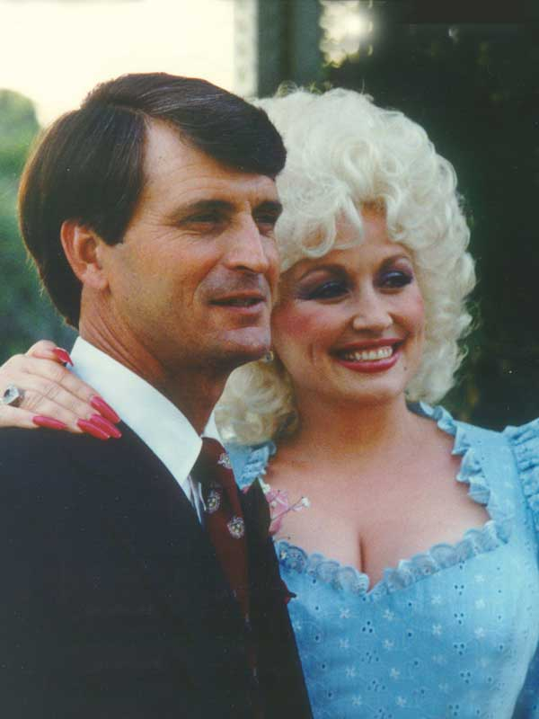 Dolly and carl 39 s 50th wedding anniversary for What does dolly parton s husband do for a living