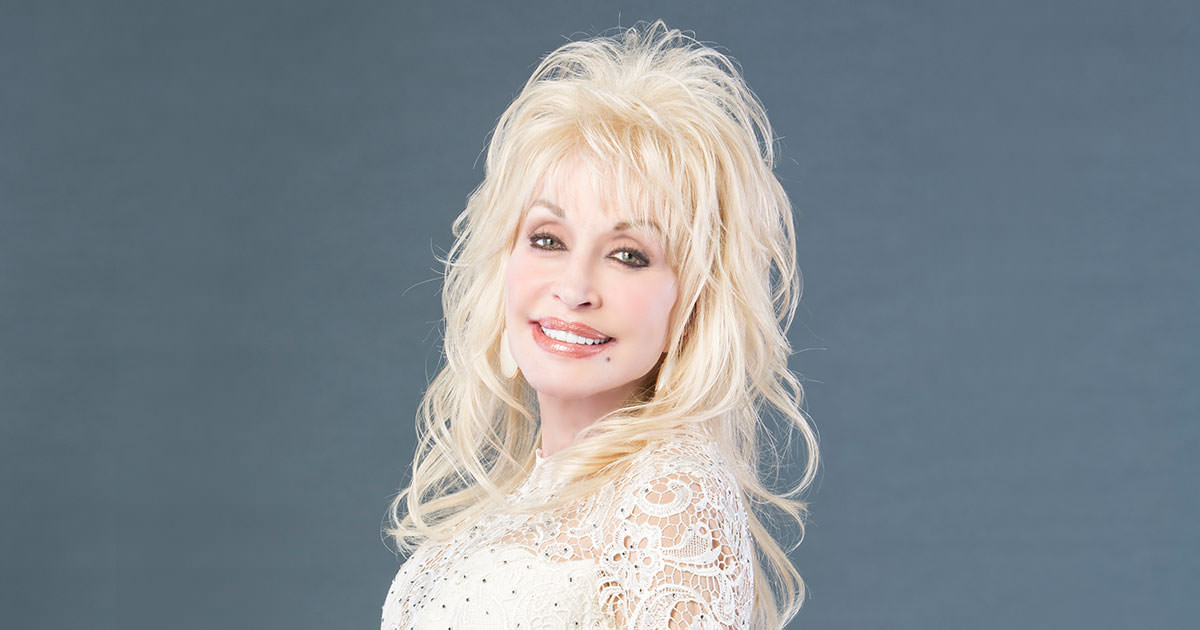 Dolly Parton receives Willie Nelson Lifetime Achievement Award at CMA Awards- Photo Credit: Joseph Llanes