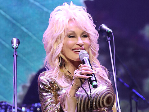 "Dolly Parton Writing Music For Jennifer Aniston's ""Dumplin'"" Soundtrack"