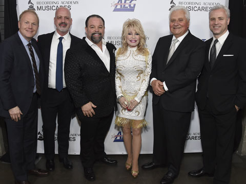 Dolly Parton Signs With Sony/ATV