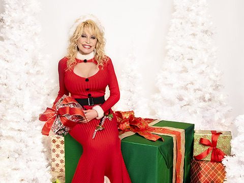 Dolly Parton Debuts At #1 On Two Billboard Charts With A Holly Dolly Christmas Album