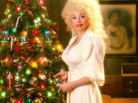 "Dolly Parton Shares Heartwarming Holiday Memories in ""Comin' Home for Christmas"""